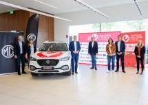 Sportlandesrat Jochen Danninger (3.v.l.) und Bürgermeister Matthias Stadler (4.v.l.) mit den Veranstaltern und Sponsoren nach der Pressekonferenz.