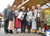 LH Mikl Leitner gratulierte Bgm. Franz Größbacher beim Dirndlkirtag in Frankenfels zum bevorstehenden 60. Geburtstag