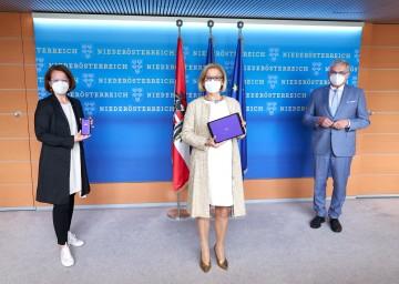 Landesrätin Christiane Teschl-Hofmeister, Landeshauptfrau Johanna Mikl-Leitner und NÖ Gemeindebund-Präsident Alfred Riedl