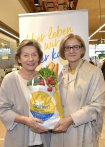 Wirtschaftskammerpräsidentin Sonja Zwazl und Landeshauptfrau Johanna Mikl-Leitner beim Nahversorger Spar Mohr in St. Pölten (v.l.n.r.)