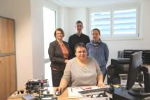 Bezirkshauptfrau Dr. Waltraud Müllner-Toifl mit den Mitarbeitern der Außenstelle der Bezirkshauptmannschaft Korneuburg in Gerasdorf, Markus Pokorny, Monika Schmid (v.l.n.r.) und Monika Plessl (vorne, sitzend)
