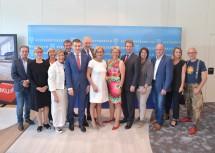 """Die Teilnehmerinnen und Teilnehmer der dritten Veranstaltung von """"Wirtschaft und Arbeit im Dialog"""", die in Wiener Neudorf in den Räumlichkeiten der Firma Inku abgehalten wurde."""