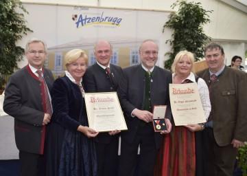 Im Bild von links nach rechts: Vizebürgermeister Franz Mandl, Elisabeth Pröll, Landeshauptmann Dr. Erwin Pröll, Dr. Edgar Niemeczek, Mag. Edith Mandl, Bürgermeister Ferdinand Ziegler.