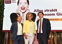 Im Bild von links nach rechts: Der Geschäftsführer der IG Immobilien Hermann Klein, Landeshauptfrau Johanna Mikl-Leitner, Centerleiter Hannes Grubner.
