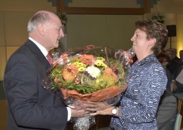 Landeshauptmann Dr. Erwin Pröll gratulierte Geschäftsführerin Karin Weißenböck zu 20 Jahren Orthopädische Rehabilitation im Moorheilbad Harbach.