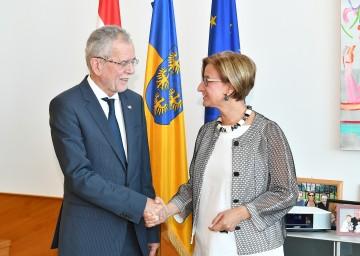 Arbeitsgespräch von Bundespräsident Alexander Van der Bellen und Landeshauptfrau Johanna Mikl-Leitner (v.l.n.r.)