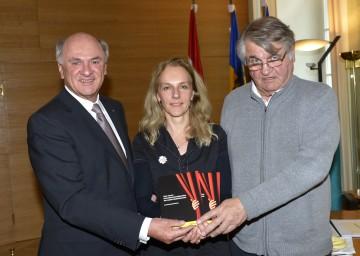 Landeshauptmann Dr. Erwin Pröll mit dem Autor Peter Turrini und Bettina Hering, der künstlerischen Leiterin des Landestheaters Niederösterreich.