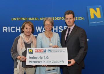 Informierten zum Thema Industrie 4.0: Wirtschaftskammer-Präsidentin KommR Sonja Zwazl, Wirtschafts-Landesrätin Dr. Petra Bohuslav und IV-Präsident Thomas Salzer. (v.l.n.r.