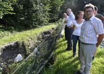 Besichtigung der Schäden in Raach am Hochgebirge mit LH-Stellvertreter Stephan Pernkopf und Landtagsabgeordnetem Hermann Hauer (im Hintergrund).