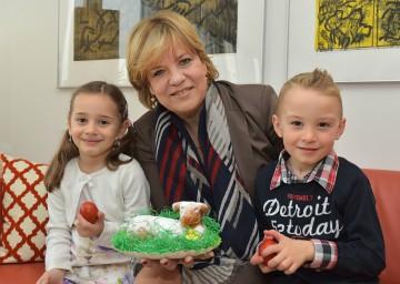 Lara Koppensteiner, Landesrätin Mag. Barbara Schwarz und Marc Leimer freuen sich auf das bevorstehende Osterfest. (v.l.n.r.)