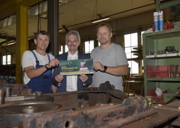 Erich Ecker, Landesrat Karl Wilfing und Oliver Bachinger freuen sich über den NÖ Weiterbildungsscheck.