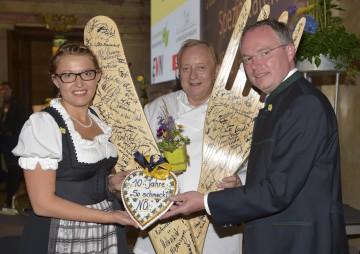 """10 Jahre \""""So schmeckt Niederösterreich\"""" feierten Initiativen-Leiterin Mag. (FH) Christina Mutenthaler, Sternekoch Alfons Schuhbeck und Agrar-Landesrat Dr. Stephan Pernkopf. (v.l.n.r.)"""