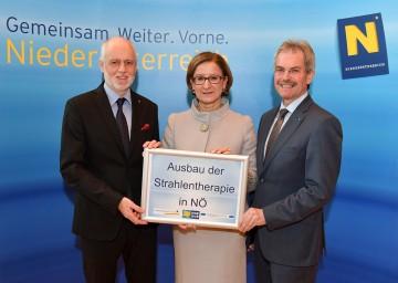 Im Bild von links nach rechts: Patientenanwalt Dr. Gerald Bachinger, Landeshauptmann-Stellvertreterin Mag. Johanna Mikl-Leitner und Landesrat Mag. Karl Wilfing.