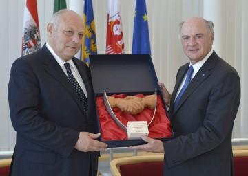 Landeshauptmann Dr. Erwin Pröll mit dem Südtiroler Landeshauptmann Dr. Luis Durnwalder.