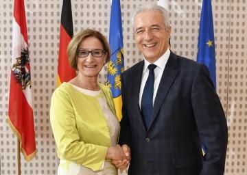 Landeshauptmann-Stellvertreterin Mag. Johanna Mikl-Leitner mit dem Ministerpräsidenten des Freistaates Sachsen, DI Stanislaw Tillich.