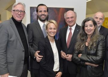 Landeshauptmann Dr. Erwin Pröll und Direktor Mag. Carl Aigner mit der Familie Kopriva bei der Eröffnung der neuen Galerieräumlichkeiten in Krems.