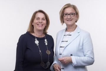 Gute Zusammenarbeit: Ulrike Prommer, Geschäftsführerin der IMC Fachhochschule Krems und Vizepräsidentin der Österreichischen Fachhochschulkonferenz, und Landeshauptfrau Johanna Mikl-Leitner (v.l.n.r.)