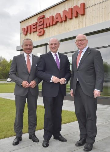 Bei der Eröffnung der neuen Viessmann Verkaufsniederlassung Wien in Brunn: Ing. Peter Huber, Geschäftsführer von Viessmann Österreich, Landeshauptmann Dr. Erwin Pröll und Prof. Dr. Martin Viessmann. (v.l.n.r.)