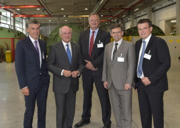 """Feierten \""""200 Jahre Firma ASTA\"""": Aufsichtsratsvorsitzender DDr. Michael Tojner, Landeshauptmann Dr. Erwin Pröll, CEO Klaus Borstner, Landtagsabgeordneter Franz Rennhofer und Bürgermeister Michael Zehetner."""