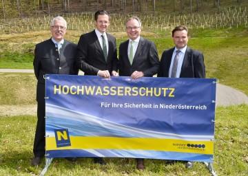 Im Bild von links nach rechts:  Sektionschef DI Wilfried Schimon, Bürgermeister Mag. Stefan Schmuckenschlager, Landesrat Dr. Stephan Pernkopf, Abteilungsleiter DI Norbert Knopf