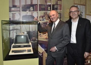 """Landeshauptmann Dr. Erwin Pröll eröffnete die Schallaburg-Ausstellung \""""Die 70er\""""."""