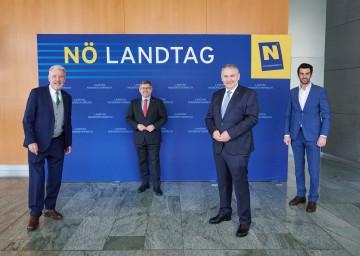 Von links nach rechts: Klubobmann Klaus Schneeberger, Finanz-Landesrat Ludwig Schleritzko, Klubobmann Reinhard Hundsmüller und Klubobmann Udo Landbauer