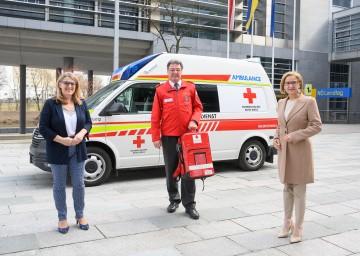 Landesrätin Ulrike Königsberger-Ludwig (von links), Rot Kreuz Präsident Josef Schmoll und Landeshauptfrau Johanna Mikl-Leitner zogen Bilanz über das Jahr 2020.