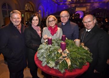 Im Bild von links nach rechts: Landwirtschaftsminister Andrä Rupprechter, Nationalratspräsidentin Elisabeth Köstinger, Landeshauptfrau Johanna Mikl-Leitner, LH-Stellvertreter Stephan Pernkopf und Abt Georg Wilfinger (von links nach rechts).
