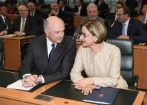 Der scheidende Landeshauptmann Dr. Erwin Pröll und die designierte Landeshauptfrau Mag. Johanna Mikl-Leitner zum Beginn der Sitzung des Niederösterreichischen Landtages. (v.l.n.r.)
