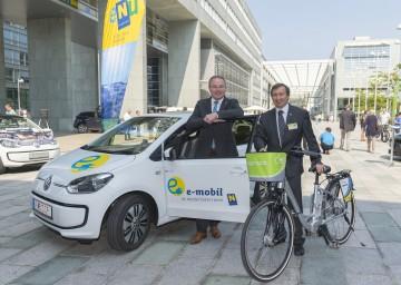 Im Bild von links nach rechts: Energie-Landesrat Dr. Stephan Pernkopf mit dem Geschäftsführer der Energie- und Umweltagentur NÖ (eNu) Dr. Herbert Greisberger.