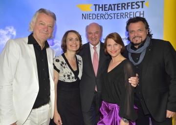 Programmpräsentation Theaterfest 2015: Peter Hofbauer, Nina Blum, Landeshauptmann Dr. Erwin Pröll, Kristina Sprenger und Obmann Werner Auer (v. l. n. r.).