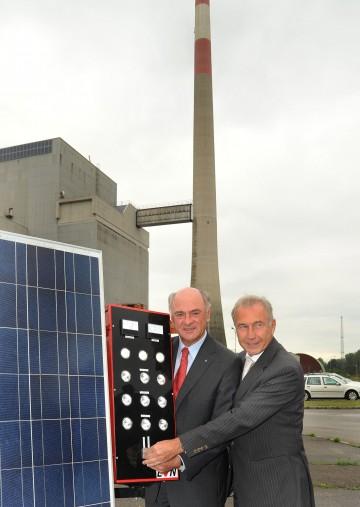 Landeshauptmann Dr. Erwin Pröll und EVN-Generaldirektor Dr. Burkhard Hofer haben am heutigen Donnerstag, 25. Juni, die Photovoltaikanlage am Atomkraftwerk Zwentendorf in Betrieb genommen.