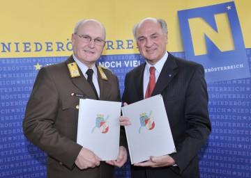 Landeshauptmann Dr. Erwin Pröll und Landesfeuerwehrkommandant Josef Buchta präsentierten die Jahresbilanz der niederösterreichischen Feuerwehren.