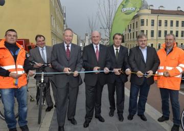 "Landeshauptmann Dr. Erwin Pröll eröffnete den neu gestalteten \""Raiffeisengürtel\"" in Bruck an der Leitha."