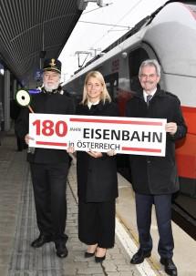 Im Bild von links nach rechts: ÖBB-Schaffner Walter Neumann, Verkehrslandesrat Karl Wilfing und ÖBB Personenverkehrsvorständin Evelyn Palla