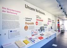 """Ausstellung """"Verfassungsgerichtshof auf Tour"""" im NÖ Landhaus in St. Pölten"""