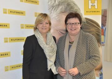 Im Bild von links nach rechts: Landesrätin Mag. Barbara Schwarz und NÖ Hilfswerk-Präsidentin Michaela Hinterholzer