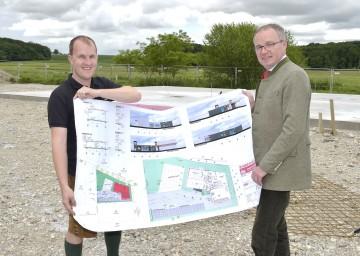 Im Bild von links nach rechts: Richard Fohringer mit Agrar-Landesrat Dr. Stephan Pernkopf