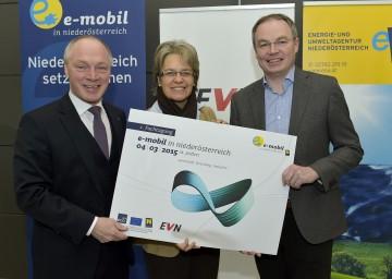 Im Bild von links nach rechts:  ecoplus Geschäftsführer Mag. Helmut Miernicki, Wirtschafts-Landesrätin Dr. Petra Bohuslav, Umwelt-Landesrat Dr. Stephan Pernkopf.
