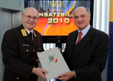 Präsentierten die Jahresbilanz der NÖ Feuerwehren im Jahr 2010: Landeshauptmann Dr. Erwin Pröll und Landesfeuerwehrkommandant Josef Buchta.