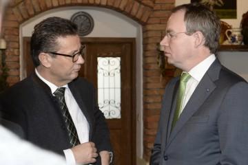 Peter Hauk, Vorsitzender der CDU-Landtagsfraktion in Baden-Württemberg, und Agrar-Landesrat Dr. Stephan Pernkopf bei einem Arbeitsgespräch in Hauersdorf (Amstetten). (v.l.n.r.)