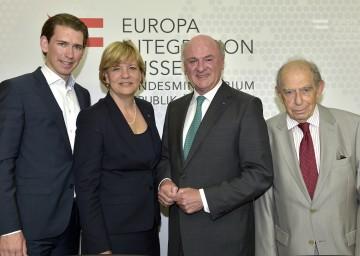 20 Jahre Europa-Forum Wachau: Außenminister Sebastian Kurz, Landesrätin Mag. Barbara Schwarz, Landeshauptmann Dr. Erwin Pröll und Prof. Paul Lendvai (v. l. n. r.).