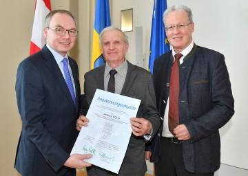 Umwelt-Landesrat Dr. Stephan Pernkopf, Ambros Koch und DI Peter Christian Labut, Leiter der Abteilung Hydrologie und Geoinformation (v.l.n.r.)