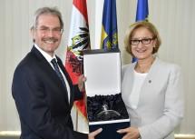 Landeshauptfrau Johanna Mikl-Leitner mit dem neuen Landtagspräsidenten Karl Wilfing, zuvor sieben Jahre lang Landesrat.