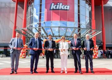 Eröffneten gemeinsam das Einrichtungshaus Kika in St. Pölten (von links): Oliver Müther (Kika-Geschäftsführer Einkauf), Reinhold Gütebier (Kika-CEO), René Benko (SIGNA Real Estate-Eigentümer), Landeshauptfrau Johanna Mikl-Leitner, Bürgermeister Matthias Stadler und Darius Kauthe (Kika-CFO).