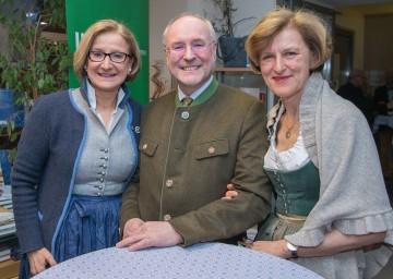 Landeshauptfrau Johanna Mikl-Leitner mit dem Jubilar Edgar Niemeczek und Dorothea Draxler, Geschäftsführerin der Kultur.Region.NÖ.