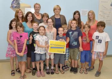 Tullner Kinder, die im Rahmen ihrer Ferienbetreuung gemeinsam mit Vizebürgermeisterin Susanne Schimek das NÖ Landesmuseum besucht haben und dort von Landesrätin Mag. Barbara Schwarz begrüßt wurden.