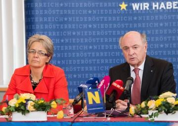 Wirtschafts-Landesrätin Dr. Petra Bohuslav und Landeshauptmann Dr. Erwin Pröll präsentierten den Aktionsplan für Wirte in Niederösterreich. (v.l.n.r.)