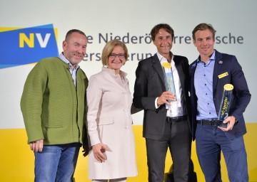 Im Bild von links nach rechts: Günter Bresnik, Landeshauptfrau Johanna Mikl-Leitner, Wolfgang Thiem (Vater von Dominic Thiem) und Benjamin Karl