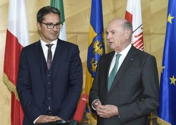 Landeshauptmann Dr. Erwin Pröll mit dem Südtiroler Landeshauptmann Dr. Arno Kompatscher (l.).